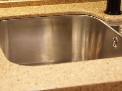 Кухня лакобель золото +шпон венге и столешница Tempest Cinnamon FC153